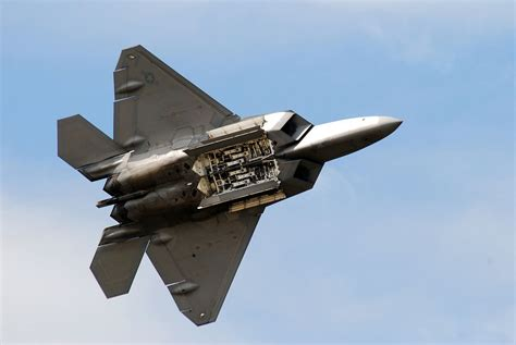 Tập tin:F 22 Raptor shows its weapon bay.jpg – Wikipedia ...