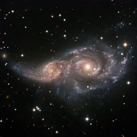 Un Abrazo Cósmico   Galaxia espiral, Nebulosas, Universo ...