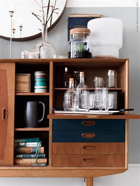 Un aparador retro lleno de piezas de Ikea | Etxekodeco