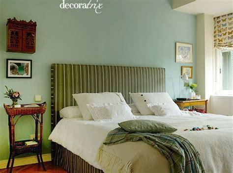 Un dormitorio decorado en verde
