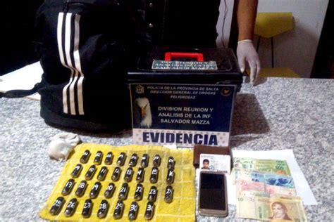 Un hombre tenía en su mochila mas de 3.000 dosis de ...