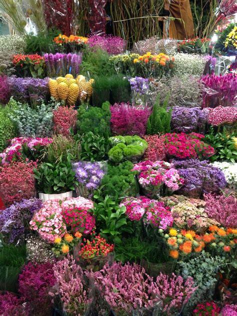 Un Jardín lleno de Flores: Mercados de Abastos