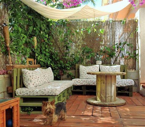 Un jardín low cost con mucho encanto | Manualidades para ...
