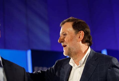 Un joven asesta un puñetazo en la cara a Mariano Rajoy
