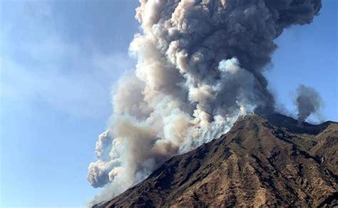 Un muerto por la erupción del volcán Estrómboli en Italia ...