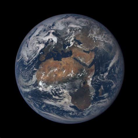 Un selfie de la Tierra desde el espacio. Completa, de día ...