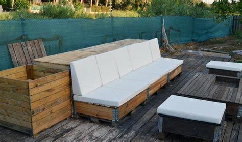 Un sofá para tu terraza, fabricado con palets, 100% DIY