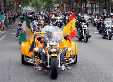 Una caravana de 15,000 motos Harley Davidson toma el ...