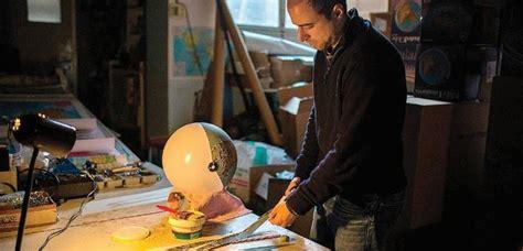 Una fábrica artesanal de globos terráqueos   Cosmic Μιχαήλ ...