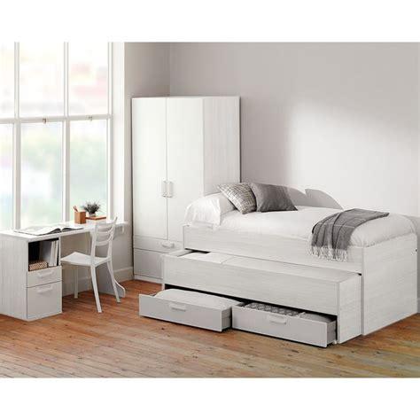 Una funcional cama compacta en un luminoso blanco, que ...