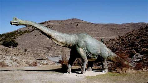 Una ruta en moto por la senda de los dinosaurios, en La Rioja
