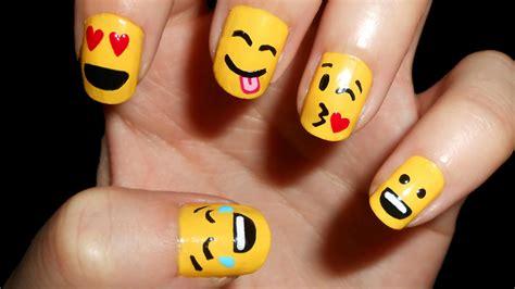 Uñas con emoticonos / Emoji nail art   CristiNails   YouTube