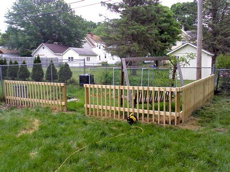 UncommonCoder: DIY Garden Fence
