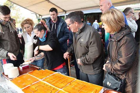 Unes 150 persones celebren amb el Club Petanca Bellavista ...