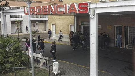Urgencias del Virgen del Rocío, «colapsada por la falta de ...