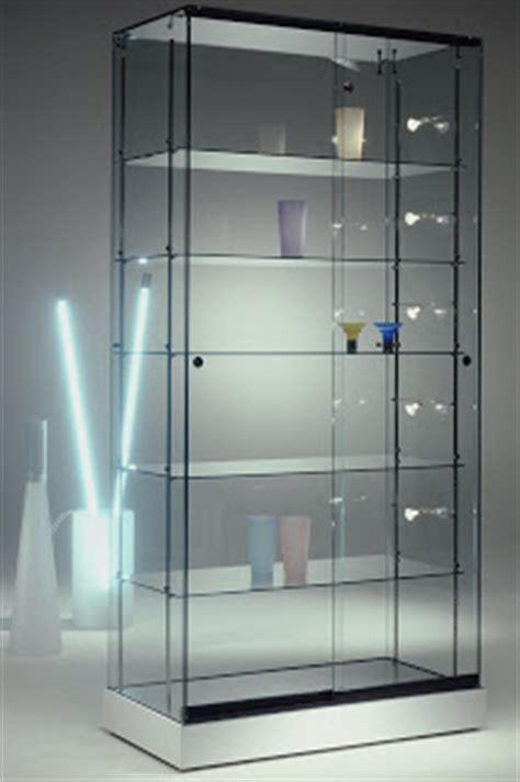 V i t r i n a s: MidiGrup incorpora a su gama de vitrinas ...