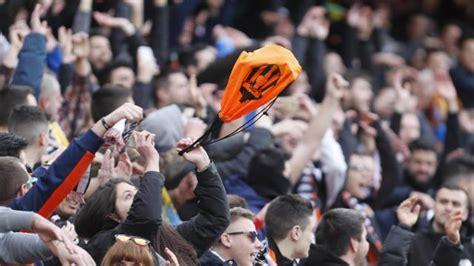 Valencia CF: La ciudad deportiva llena  hasta la bandera ...
