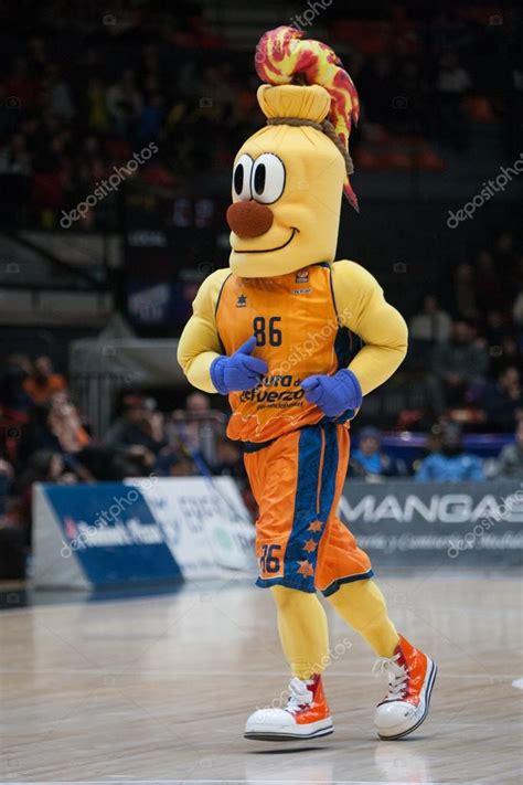 Valencia mascota del equipo — Foto editorial de stock ...