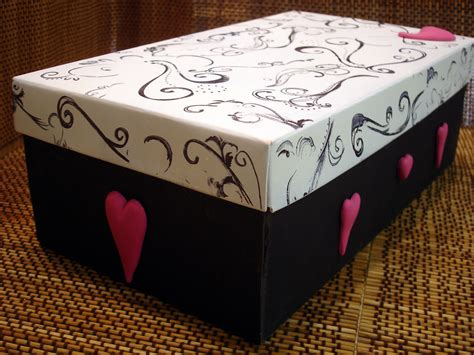 Valentine s Day Shoe Box   I decorated this shoe box with ...