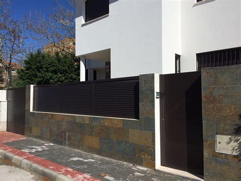 Valla exterior casa contemporánea, cerrajería unifamiliar ...
