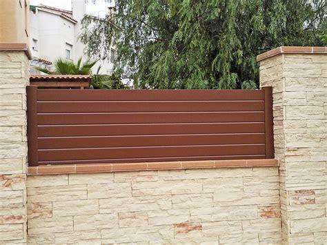 Vallas cancelas puertas aluminio | Chalets Calafell ...