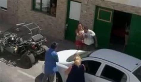 Varios familiares protagonizan una brutal pelea en plena ...