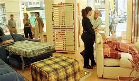 Vender muebles es difícil cuando nadie quiere comprar ...