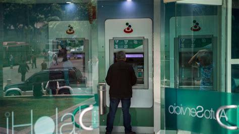 Venezuela arrests top bank executives