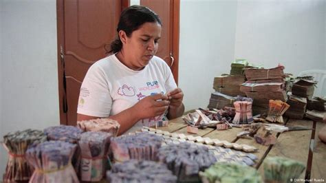 Venezuela′s worthless currency turns into bags of money ...