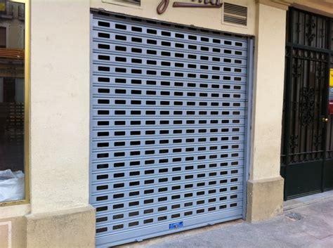 Ventajas de puertas y persianas enrollables para tu negocio