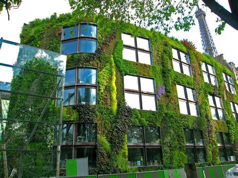 Ventajas de una fachada verde o jardín vertical | Arcus Global