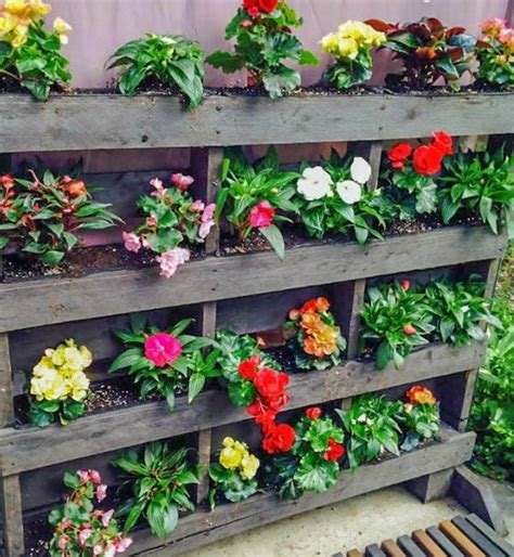 Vertical Pallet Garden  Step by Step!  | DIYIdeaCenter.com