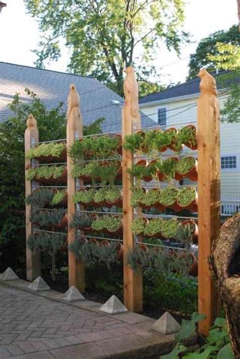 Vertical Vegetable Garden Fence : Growing A Vertical ...