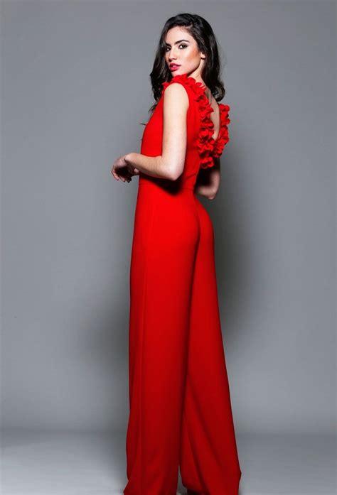 Vestido largo de fiesta rojo con flores para invitada boda