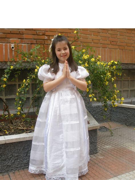 Vestido y accesorios de niña para primera comunión