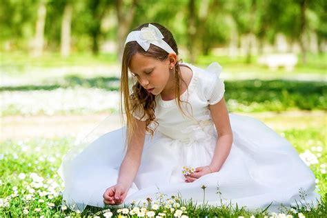 Vestidos y peinados de comunión para niñas   Hogarmania
