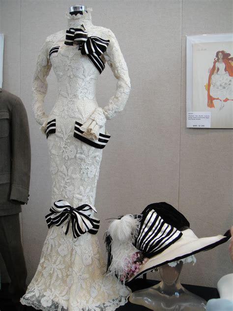 Vestito bianco e nero di Audrey Hepburn   Wikipedia