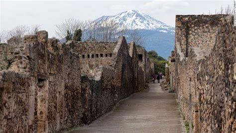VESUBIO, Es famoso por su erupción del 24 de agosto del ...