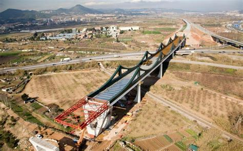 Viaducto de Sant Boi sobre el Río Llobregat