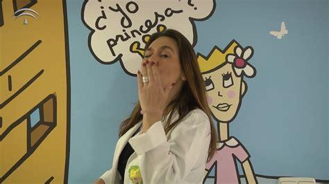 Videoclip  Un beso redondo  de Conchita. Hospital Reina ...