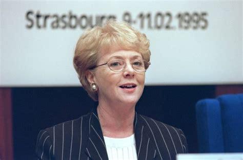 Vigdis Finnbogadottir, the world s first elected female ...