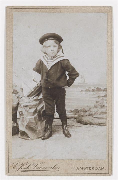 Vincent Willem van Gogh is sailor suit, ca. 1896. Photo ...