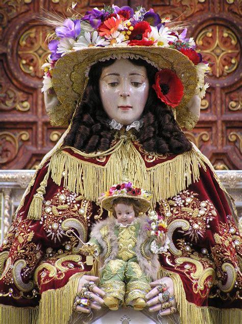 Virgen del Rocio de Pastora   Cofrades