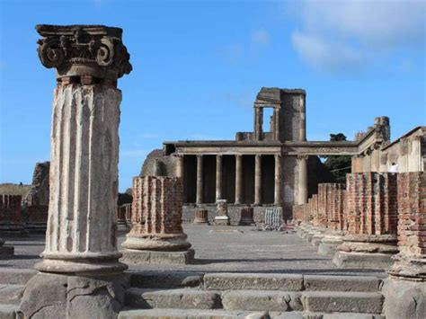 Visit in one day Tour Naples and Pompeii from Rome