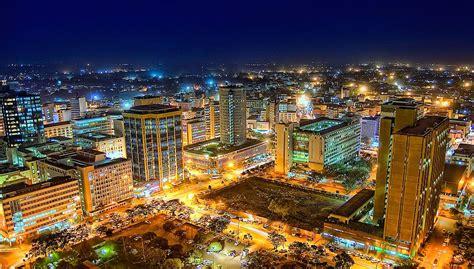 Vista de Nairobi, capital de Kenya.   Nairobi city ...