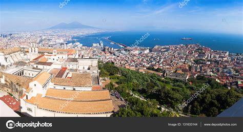 Vista panorámica de la ciudad de Nápoles, Italia — Foto de ...