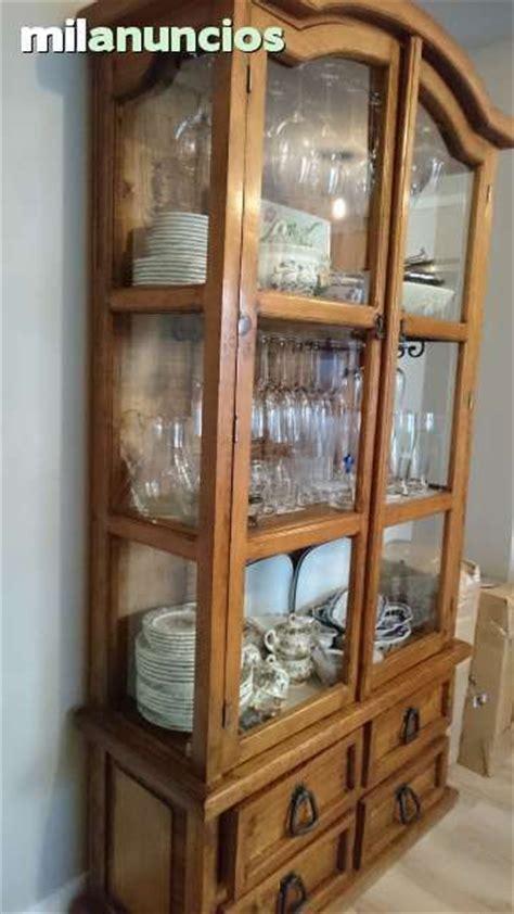 . Vitrina de madera y puertas de cristal, de pino macizo ...