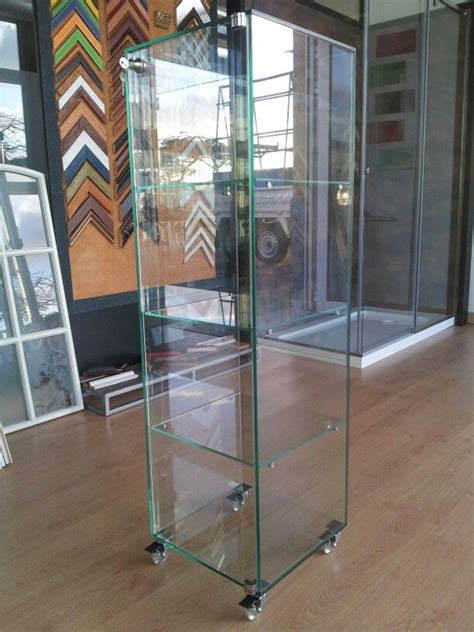 Vitrina expositora de vidrio con ruedas | decor   display ...