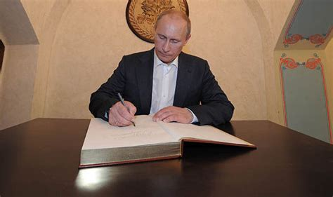 Vladimir Putin wants to 'restore  relations with Donald ...