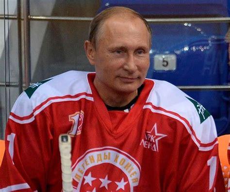 Vlamidir Putin sorprende en la pista de hockey sobre hielo ...